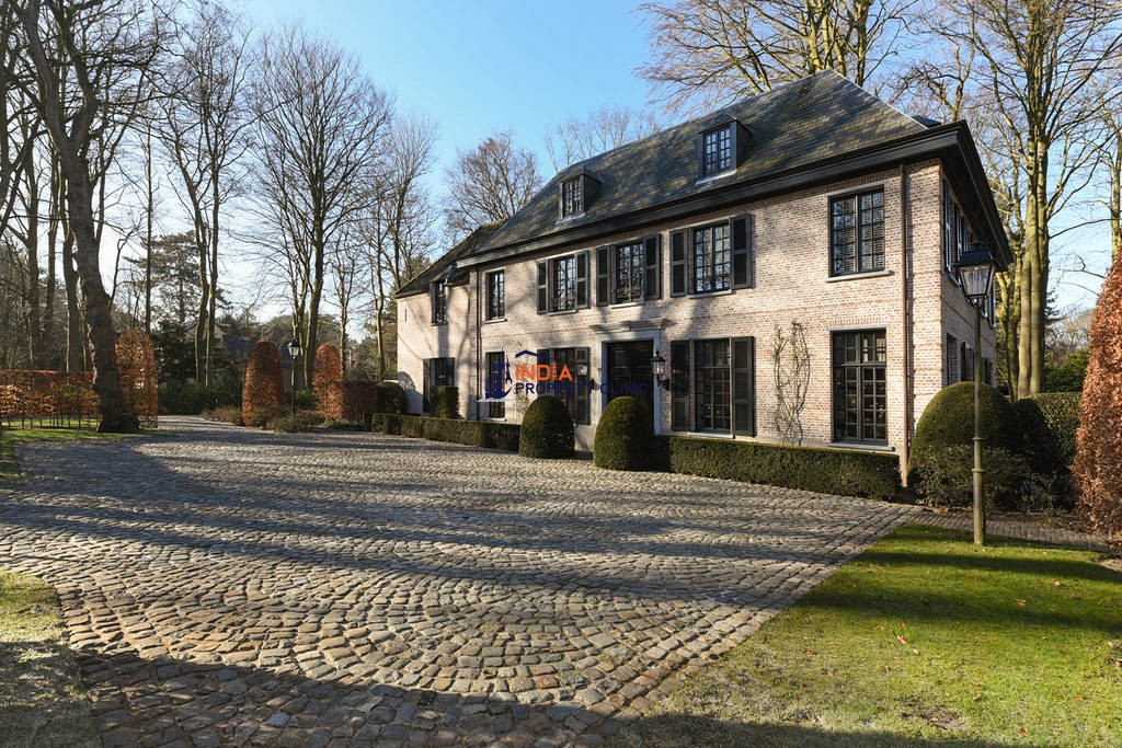 11 room House for sale in Wassenaar