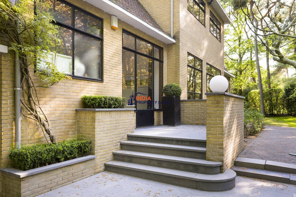 7 room House for sale in Amsterdam