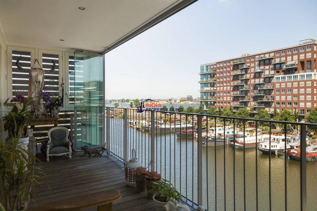 4 room Apartment for sale in Amsterdam