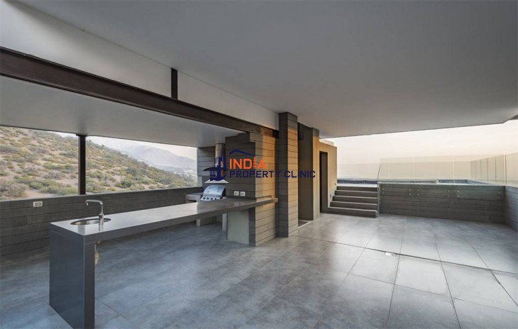 Contemporary House For Sale in Las Condes, Santiago