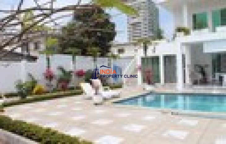 Residential House For Sale in Costa de Oro