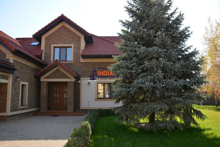 Family House For Sale in North Perino Street
