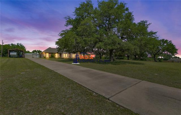 Beautiful Home For Sale in Granbury