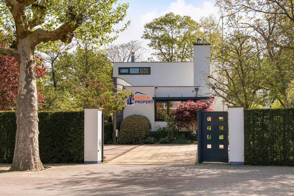 Luxury 9 room House for sale in Amstelveen