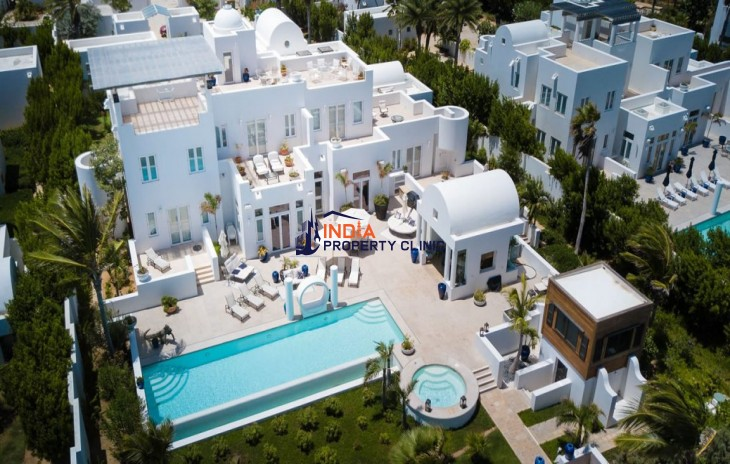 5 Bedroom Luxury Beach House for Sale in Rendezvous Beach