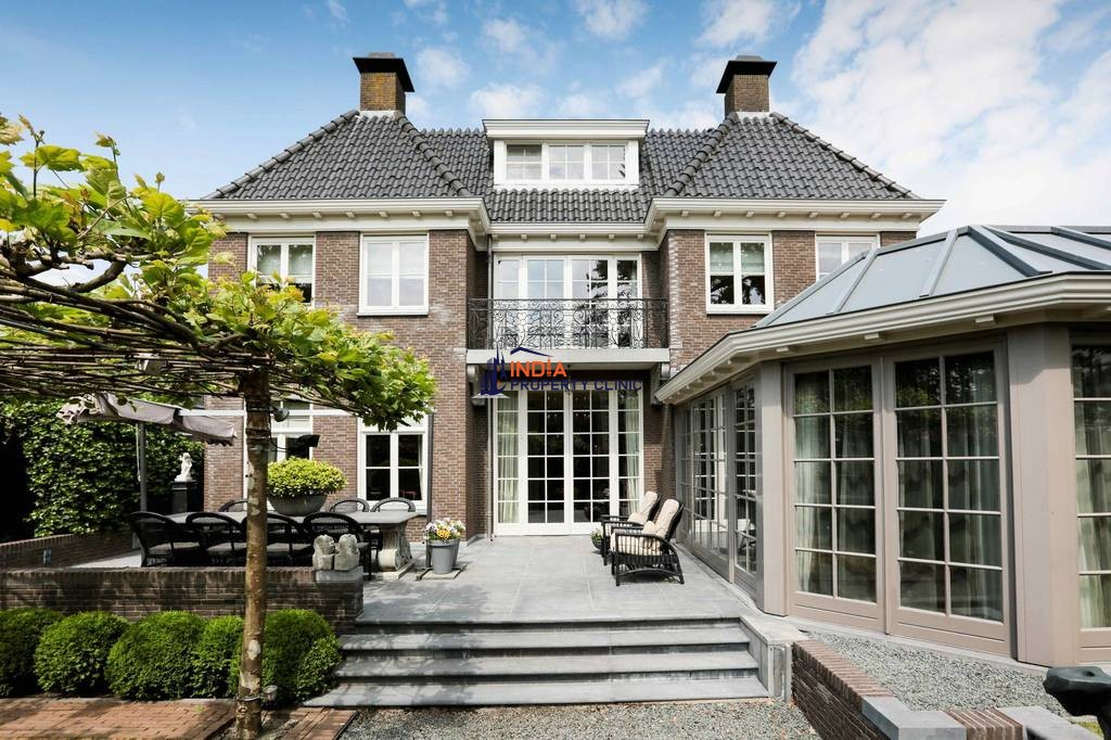 10 room House for sale in Landsmeer