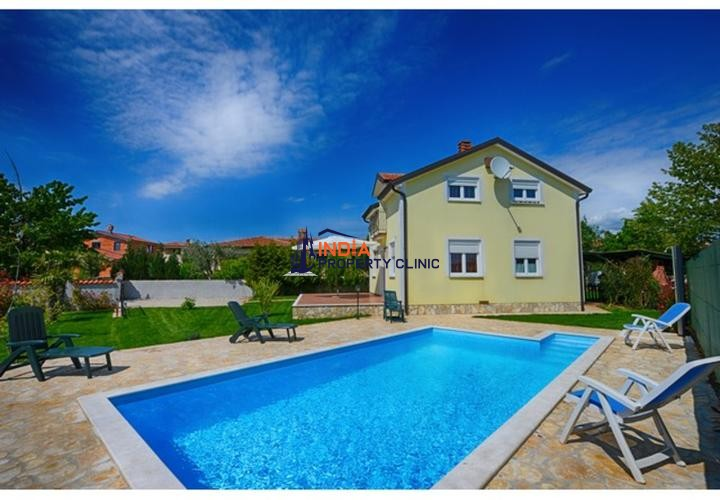 Villa with swimming pool For Sale in Porec
