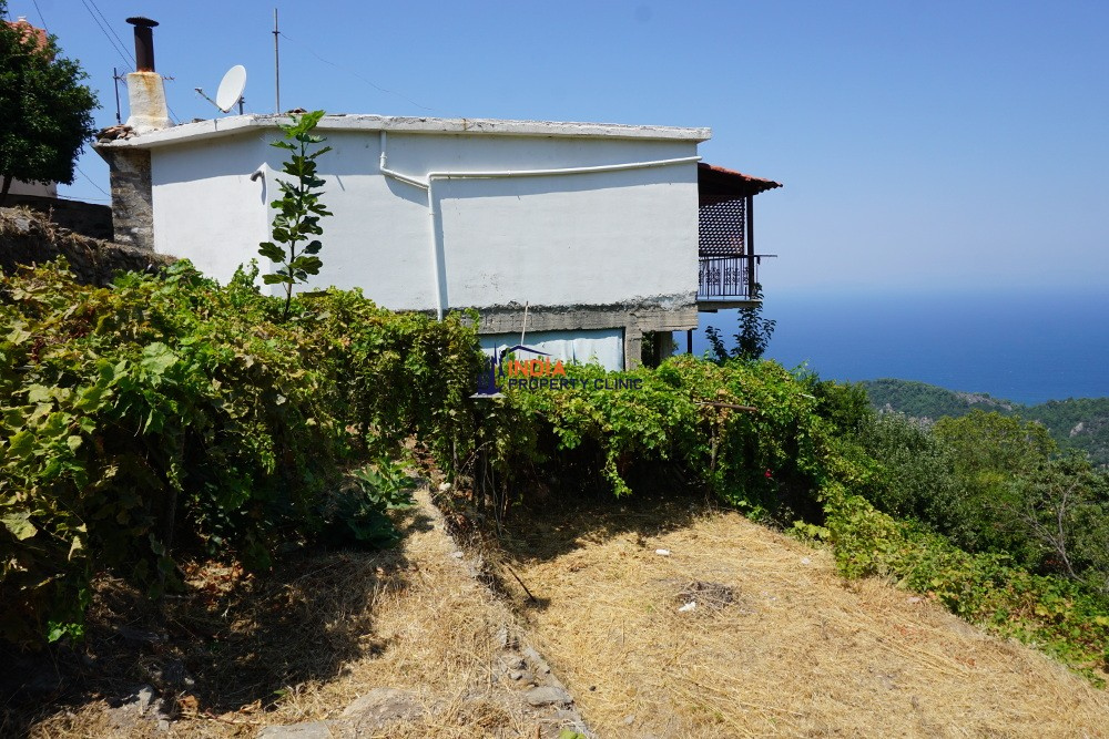 House For Sale in Manolates