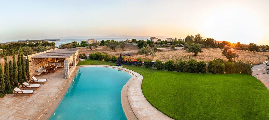 4 Bedroom Villa For Sale in Porto Heli