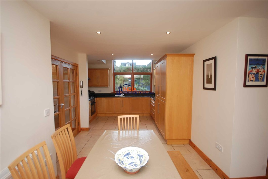 Detached House For Sale in Castlefield