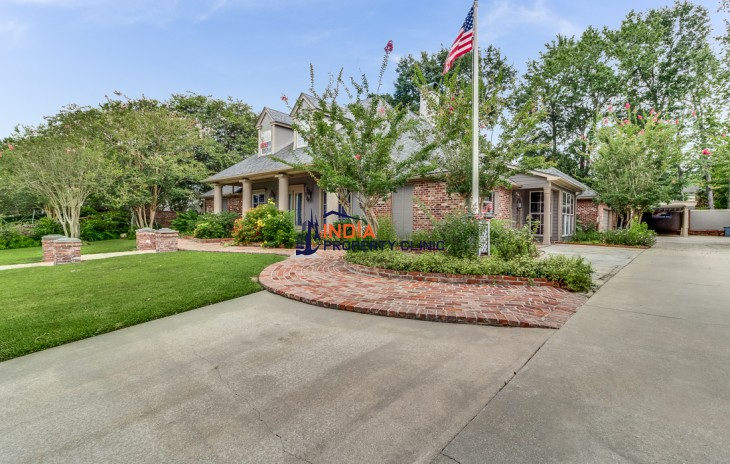 Family Home For Sale in Lafayette