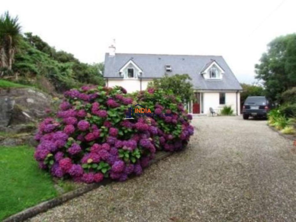 Detached House For Rent in Ballydehob