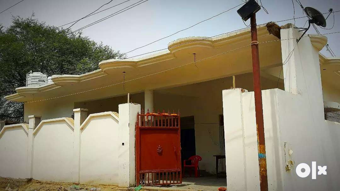 URGENT Sale : 3 years old Villa on Main road, corner property