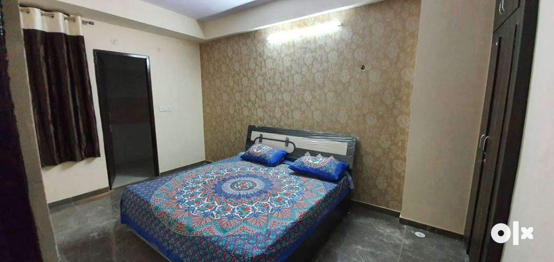 HIGHLY LUXURIOUS FURNISHED 90% LONABLE FLATS