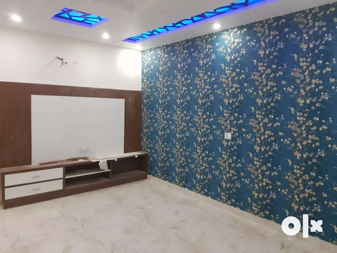 Semi furnished floor 3 bhk in Uttam nagar west