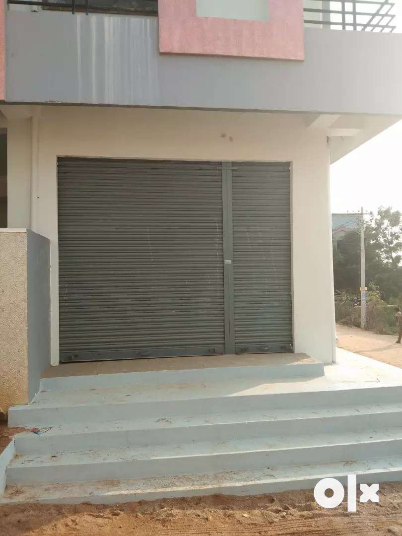 Single shutter for rent at Vinayaka Nagar, suryapet . 4 roads point.