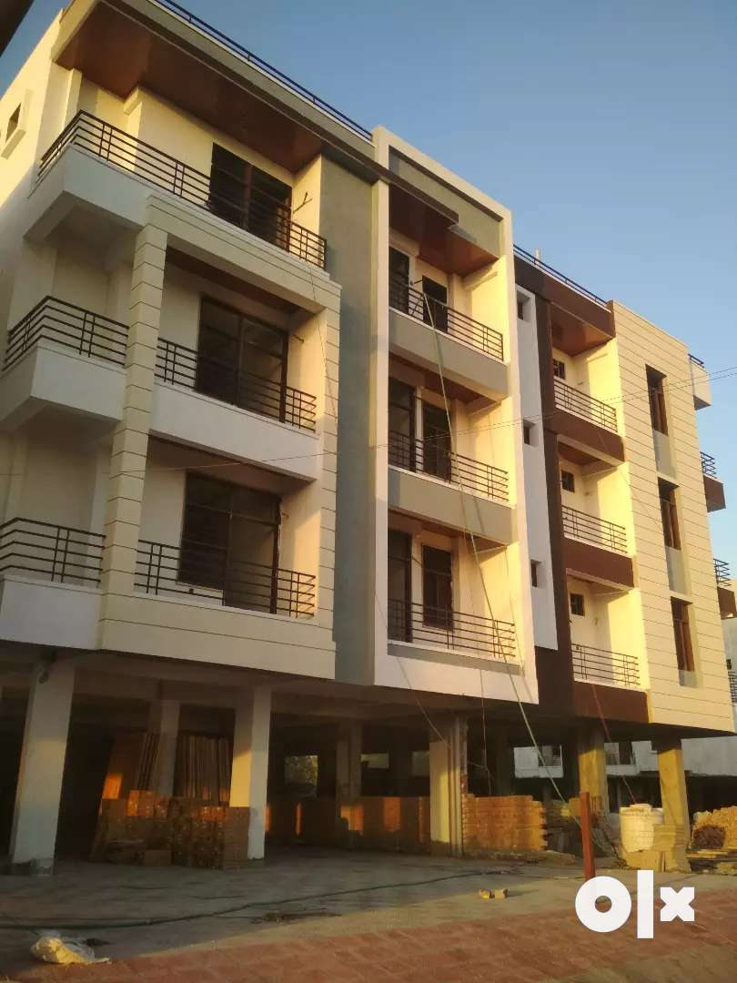 Big size 3 bhk at Mansarovar ext