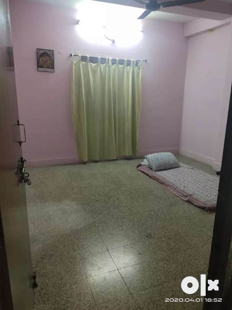 1 Bedroom in a 2 BHK is available for a male/female bachelor.