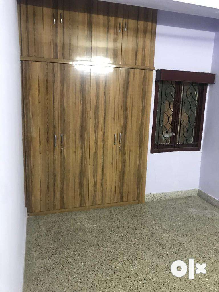 Mehdipatnam near Pulla Reddy School. 2BHK SEMIFURNISHED. Family only