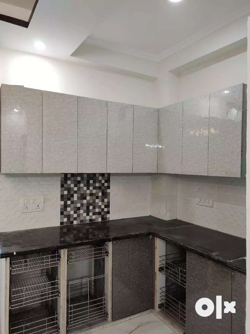 Ready to Move 2bhk builder flat in Hans Enclave Gurgaon