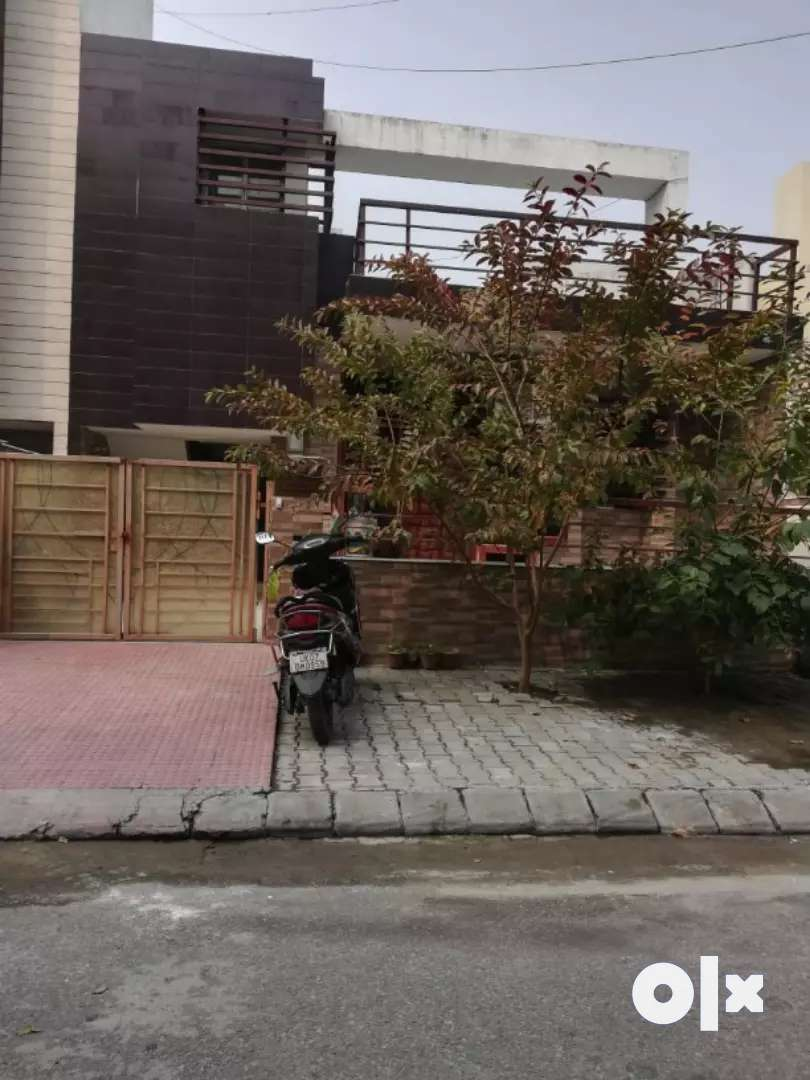 Luxurious furnished independent house for rent near Subharti Medical