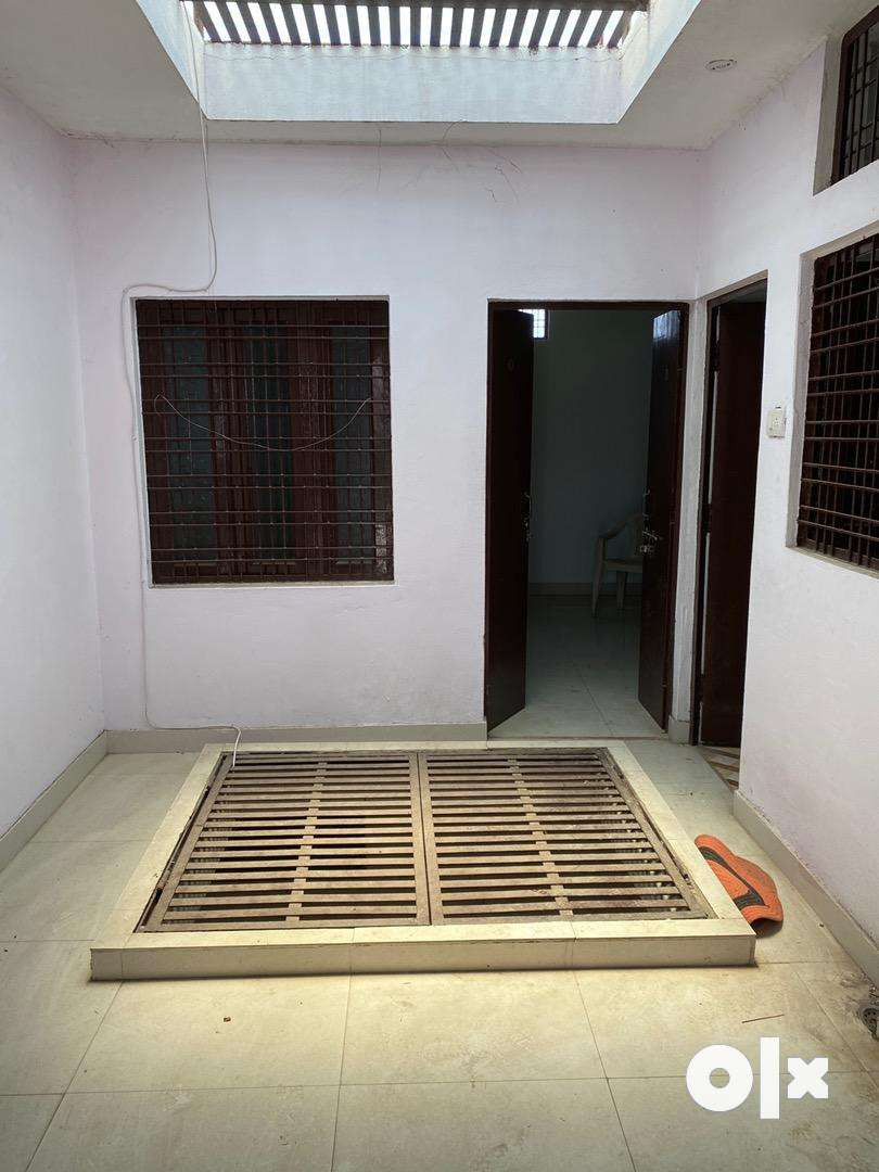 1 BHK and One room with separate washroom available for Rent