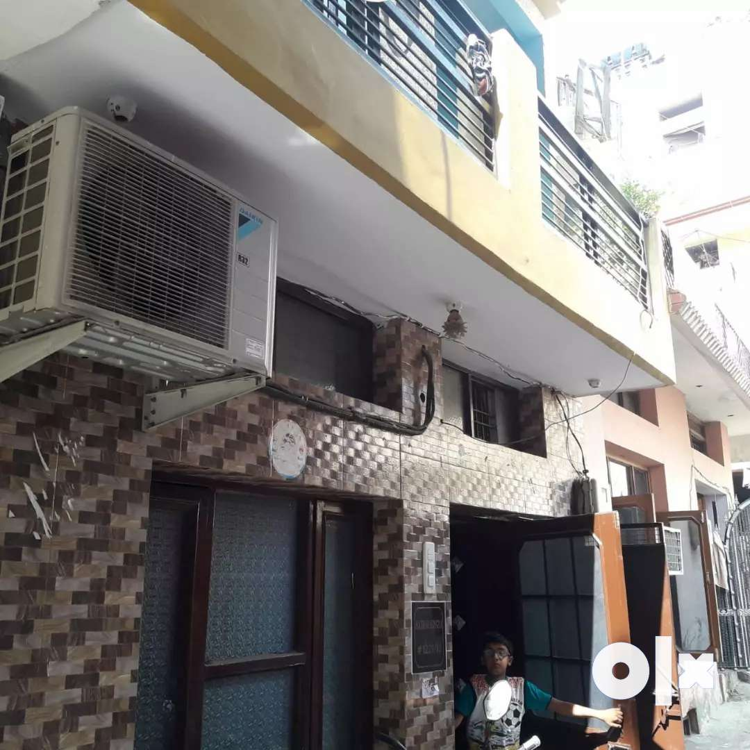 House for rent 1st flore and for sale whole building