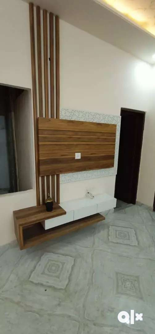 2bhk 50mte  frm main road