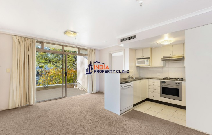 Unfurnished one bedroom apartment for Rent in Crown Street