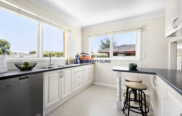 Townhouse for Sale in Midway Street, Mount Waverley VIC