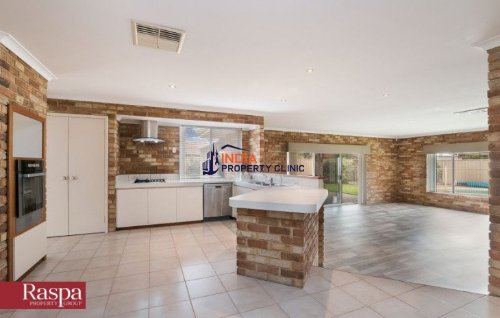 4 Bed Executive Home For Sale in Thornlie WA